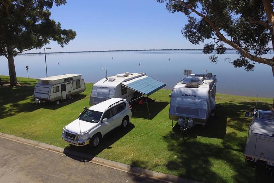Swan Hill camping @lake_boga_caravan_park