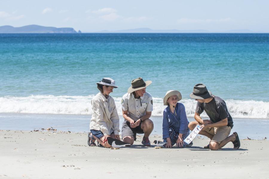 Ranger guided tours,Australia @Chris Crerar